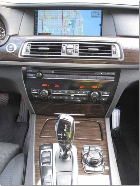 BMW-750i-console
